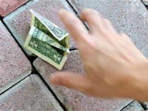 rêver de ramasser de l'argent.